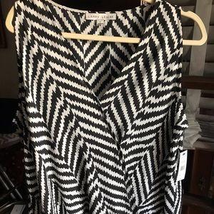 Larry Levine XL Black & White Sleeveless V-Neck